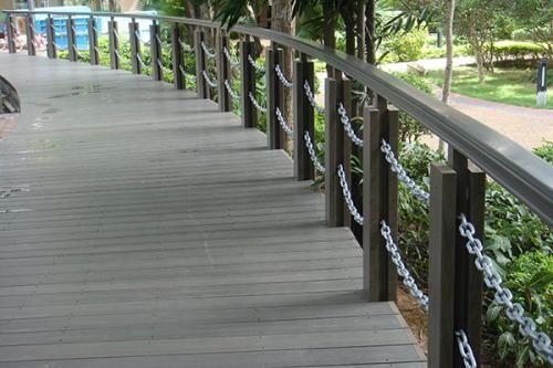 Łańcuch ogniw zastosowany na poręczy