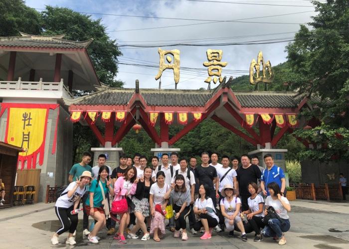 Montez en haut de la montagne Danjing