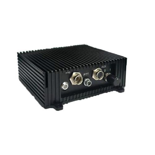 Radio à sauts de fréquence de réseau ad hoc à quatre antennes