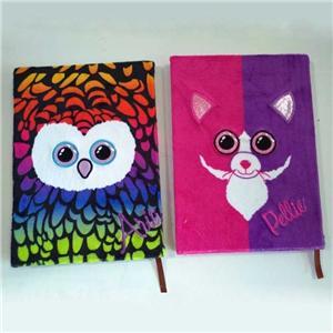 Cuaderno colorido de la cubierta de felpa