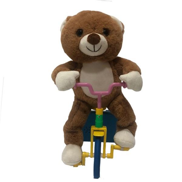 Kawaii oso de peluche montando el tricyle
