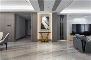 300 m² großes flaches Haus im italienischen Luxusstil