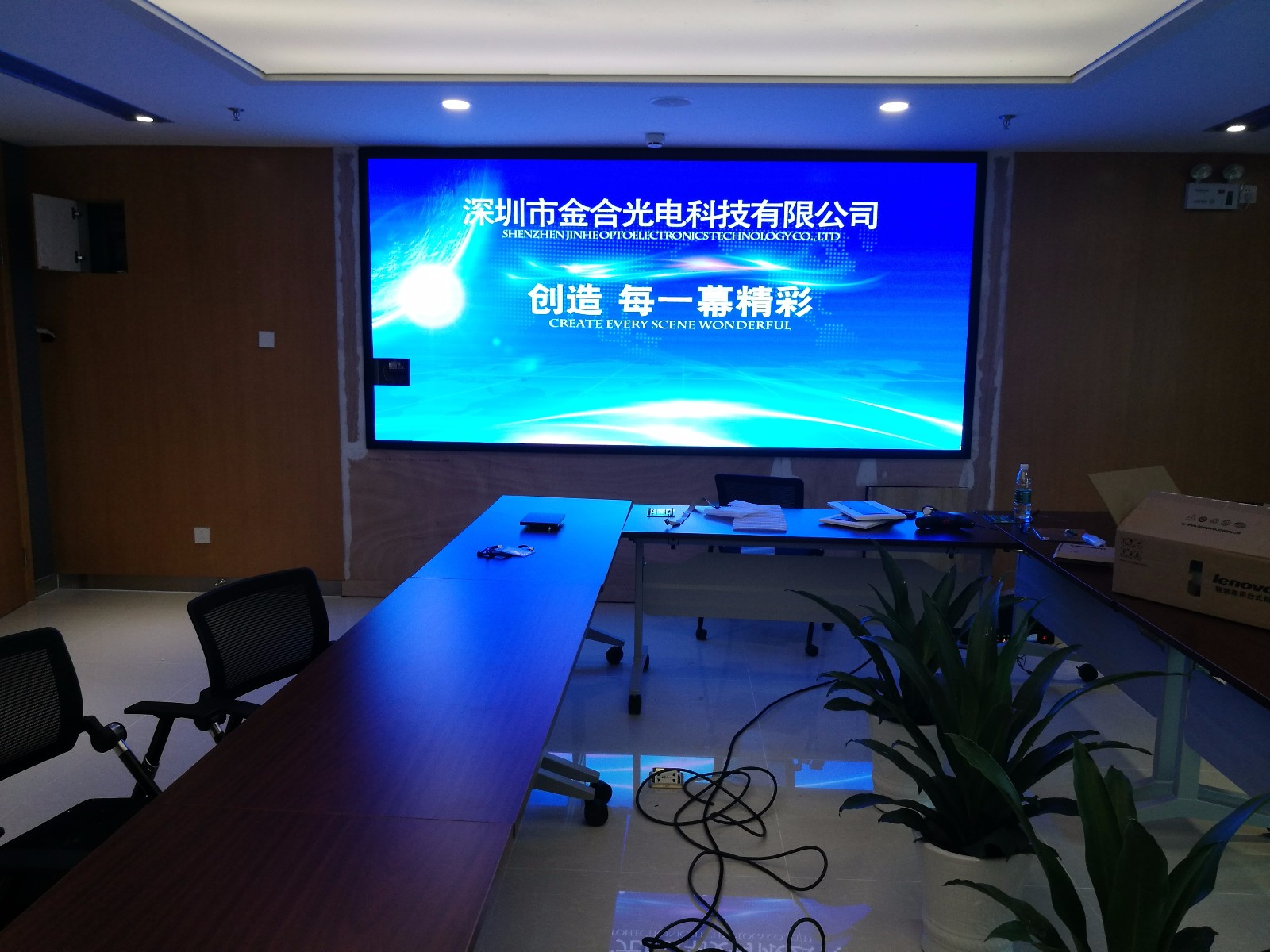The main differences between LED displays and LCD displays,
