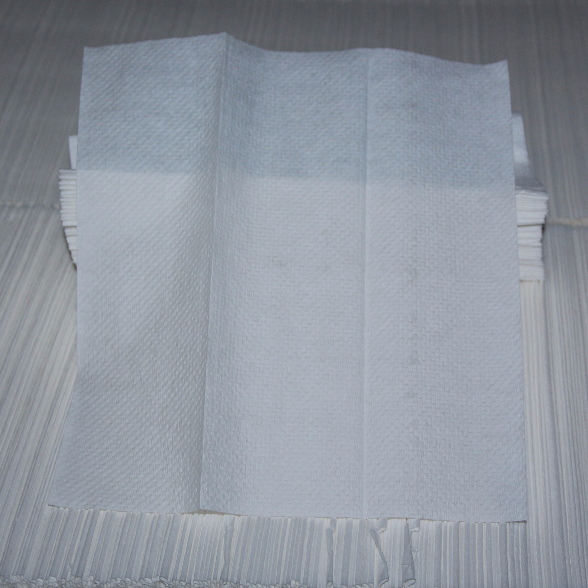 Automatyczny składany ręcznik w kształcie litery N