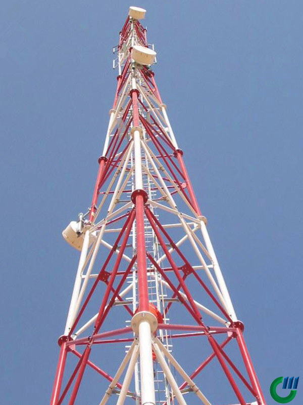 Torre de tubos de acero