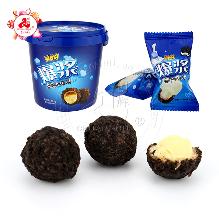 Vente chaude 128g explosion pulpe chocolat lait blanc crème croustillante biscuit biscuit boule en bouteille