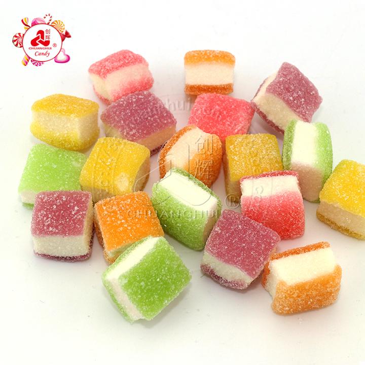 Paquet en vrac en gros aigre-douce cube à trois couches bonbons gommeux doux