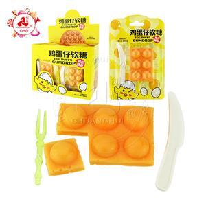 Мягкие мармеладные конфеты в форме яичных слоек со вкусом фруктов с ножом и вилкой