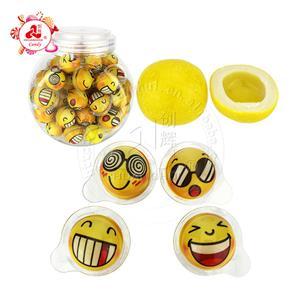 Boule de chewing-gum remplie de confiture de fruits d'emballage de visage d'émoticône