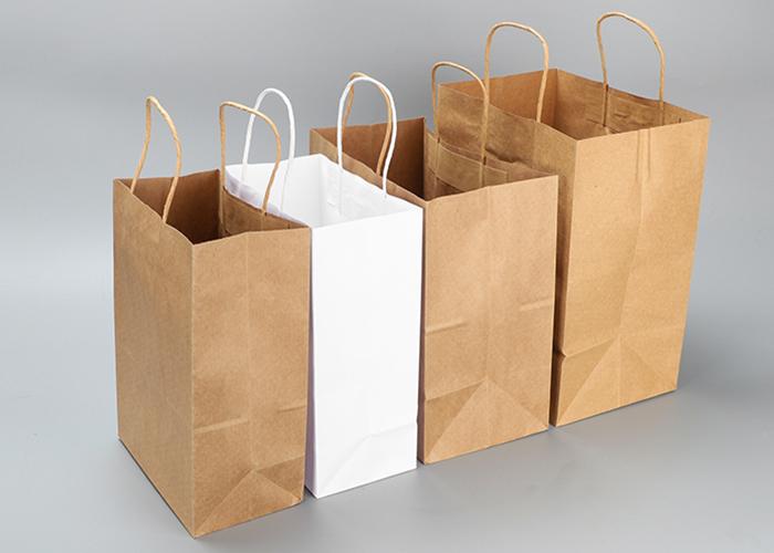 Bolsas de papel retorcidas
