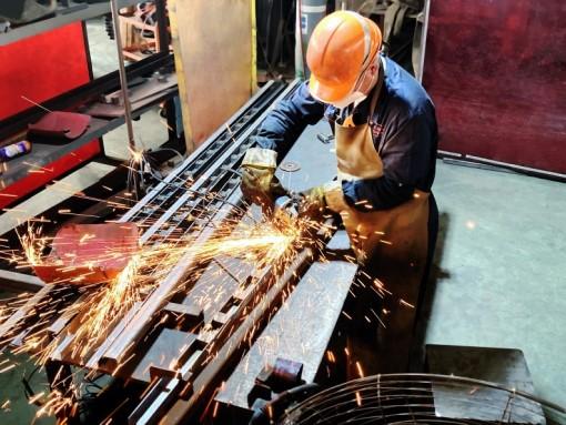 3 3 production process  welding mutrade parking hydraulic car lift.jpeg