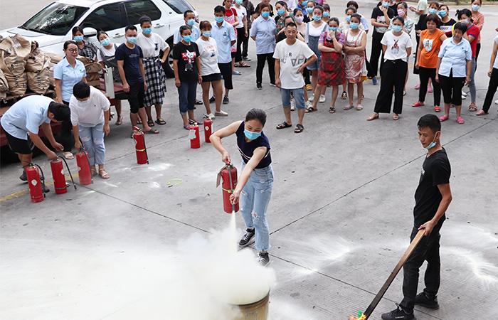 Feuerwehrtraining für alle Mitarbeiter