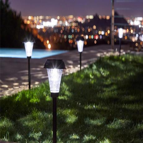 Luz solar LED em áreas rurais