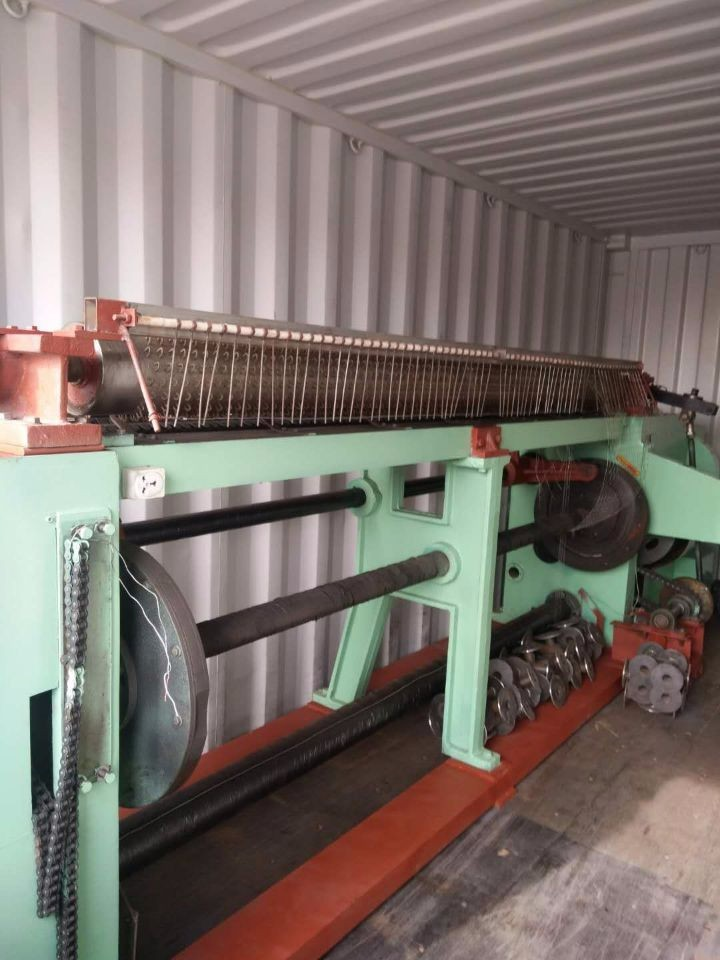 Reverse hexagonal wire mesh machine was loaded into contationer
