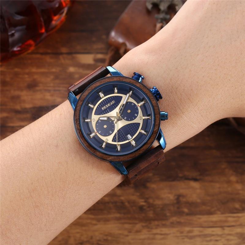 ساعة خشبية ملونة فاخرة