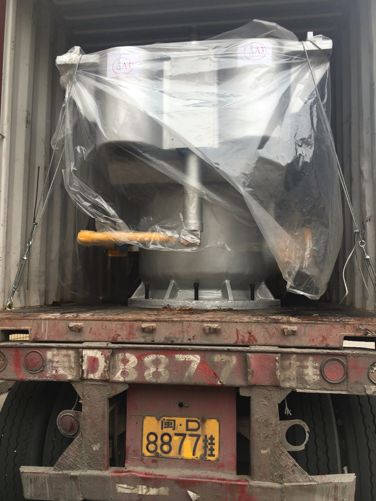 1100T hydraulic foaming press machine shipped to India customer at 2017-10-14