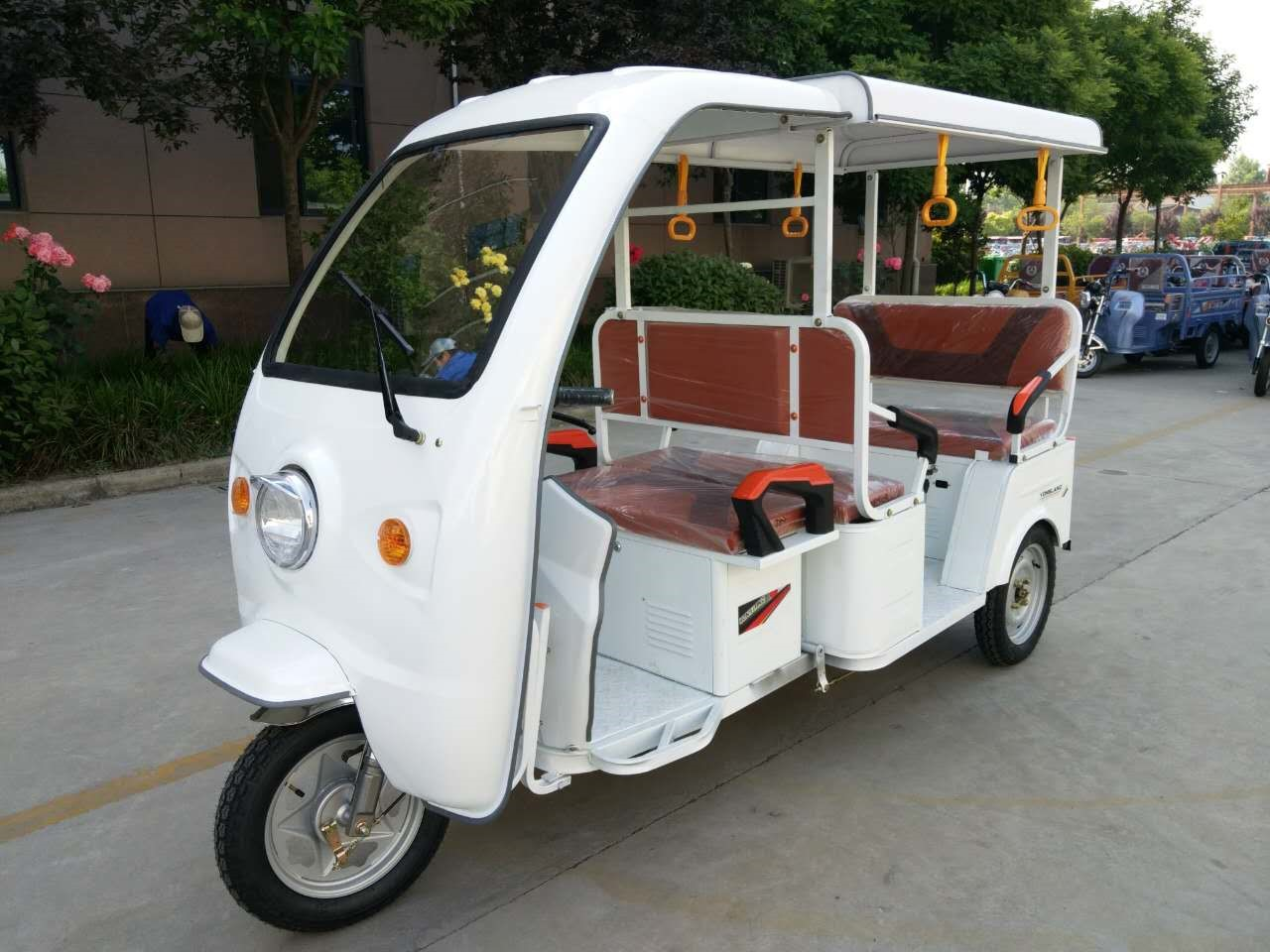 Electric Three Wheels Tricycle 5-6 passengers