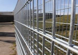 Feuerverzinkte, geschweißte Gabionenbox und verzinktes Gitter für die Steinstützmauer, Gabionenkorb für den Hochwasserschutz
