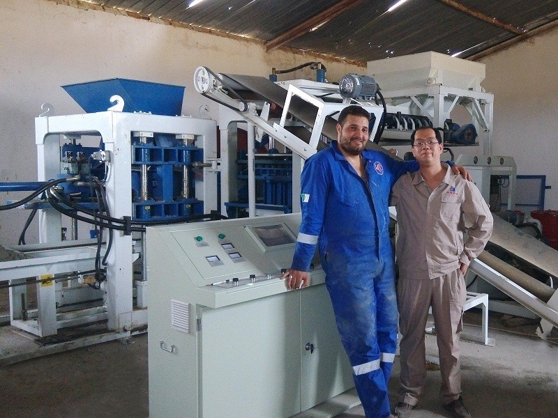 Application of qt10-15 brick machine in Algeria