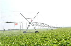 Application of center pivot irrigation system