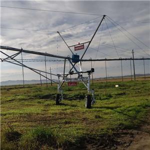 China Dalian Farm Center Pivot Irrigation System Machine For sale