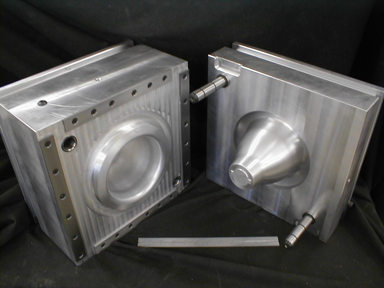 lamp_housing_aluminum_thermoset_plastic_compression_mold.jpg
