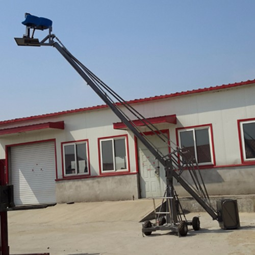 Short lift manned camera crane