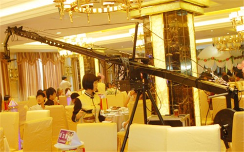 Wedding camera crane photography skills using rocker photography
