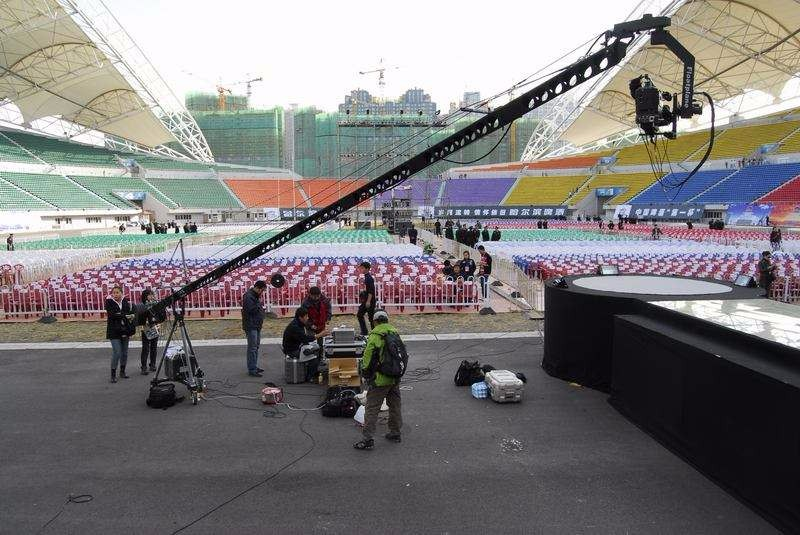 The shooting of the camera crane of the film and television in the sports program