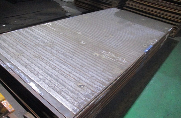 Cladding wear plates