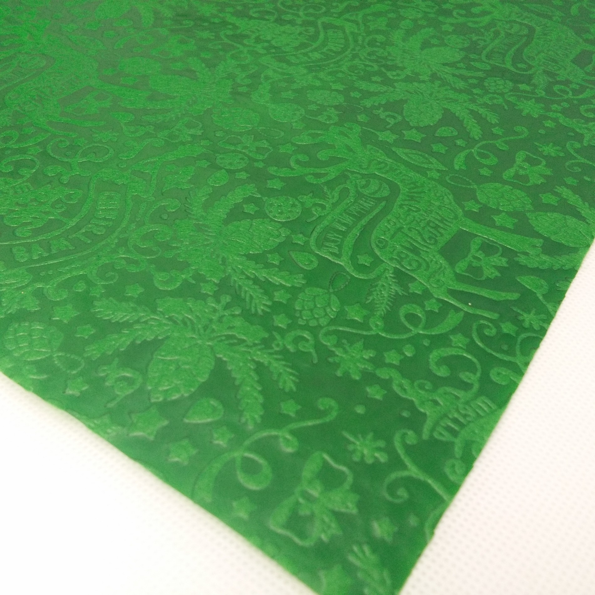 Factory Supply PP Embossed Non woven Table Cloth for Christmas/Own Design for Christmas Decorating