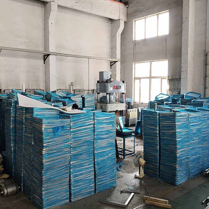 Aluminum trays and stainless steel trays manufacturing in factory