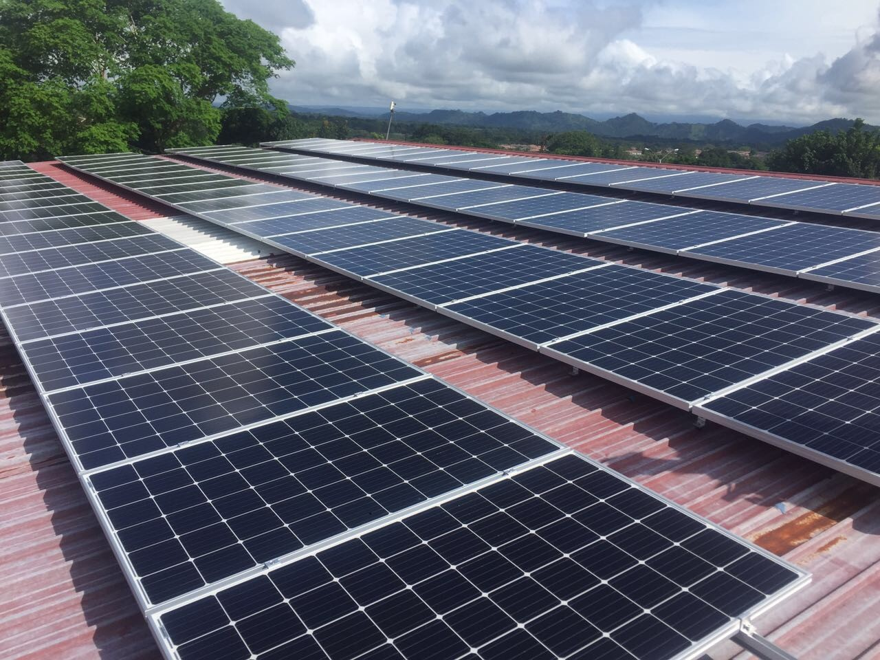 355KW Metal Roof Mounting Project Installed In Vietnam
