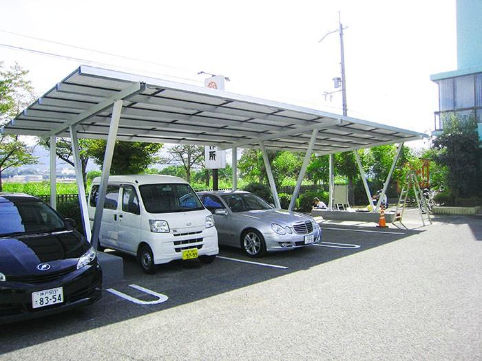 Demostración del producto: Sistema de montaje de cochera solar