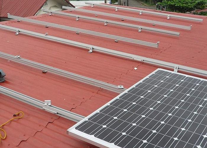 Struttura di scaffalatura solare per tetto in metallo da 10 KW in India