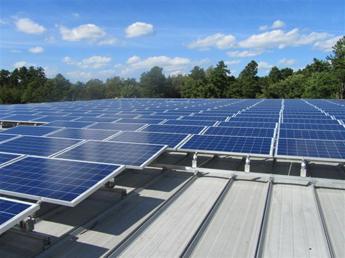 Rayonnage solaire pour toit plat
