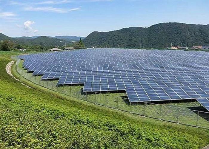 싱가포르는 5,500 HDB 아파트를 덮을 수있는 충분한 전기를 공급하기 위해 태양 광 발전에 입찰하고 있습니다.