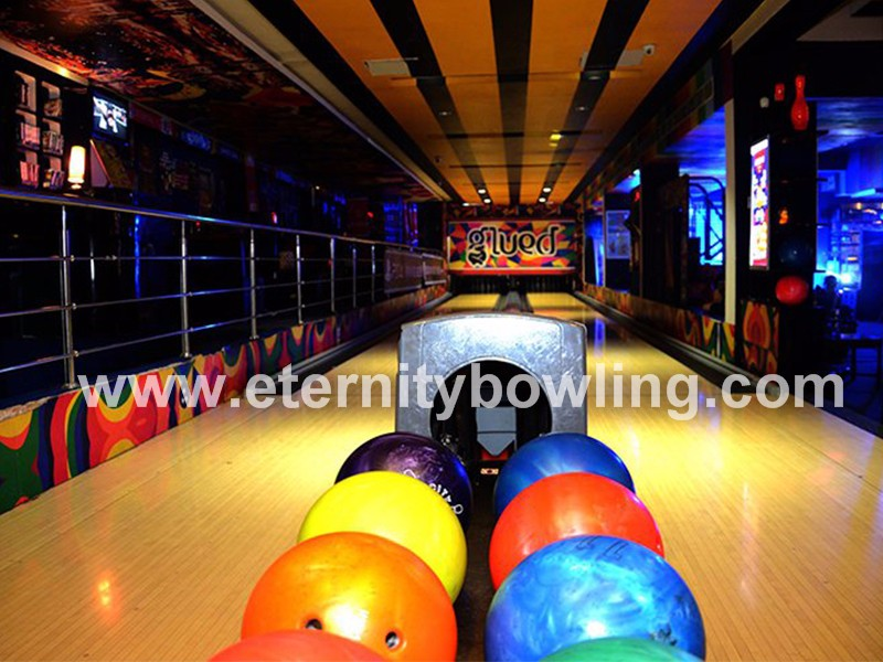 Bowling Center with GS98 Bowling Machines