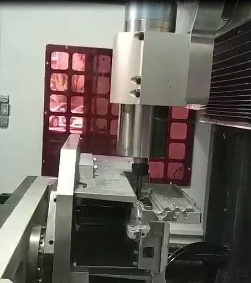 Intelligent automatic die casting deburring machine