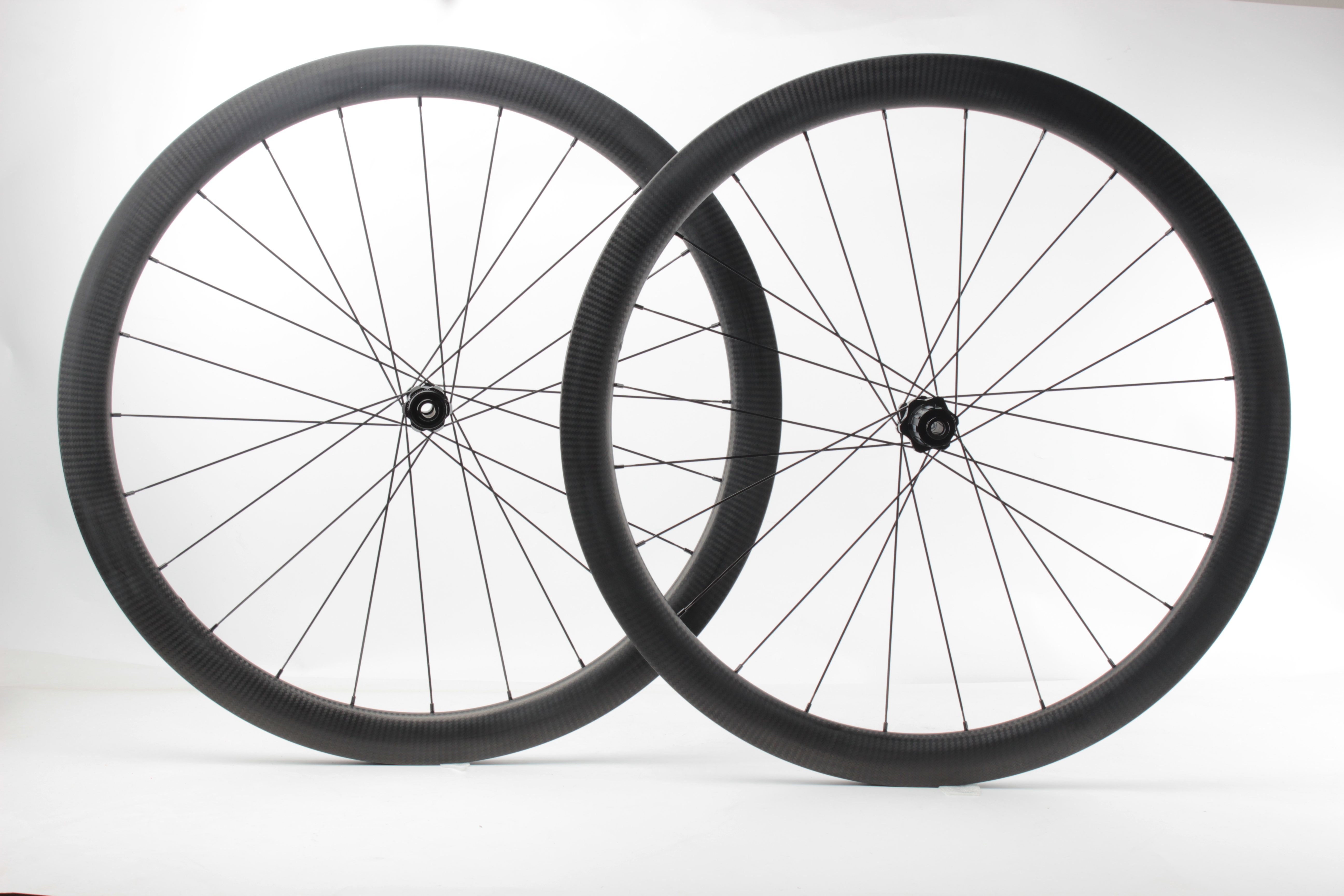Cheap Chinese Carbon tubeless bicycle wheels disc brake dt swiss disc hub for road