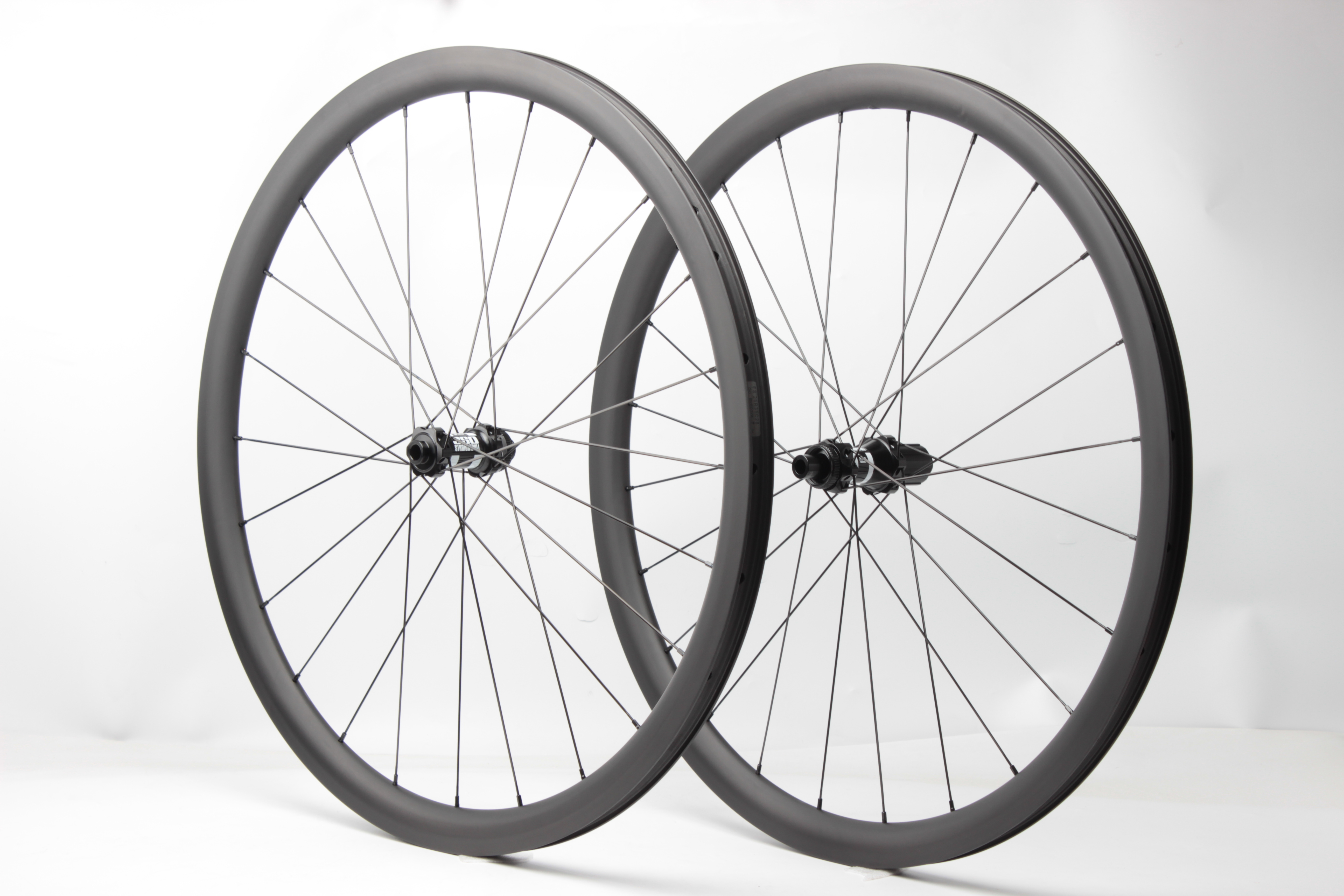 12mm Thru axle disc brake 35mm deep 28mm wide tubeless ready design 24H 28H carbon wheels