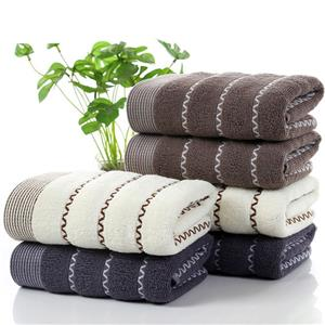 Thick cotton towel with jacquard weave pattern