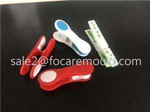 Two-Color Plastic Clothes Pegs