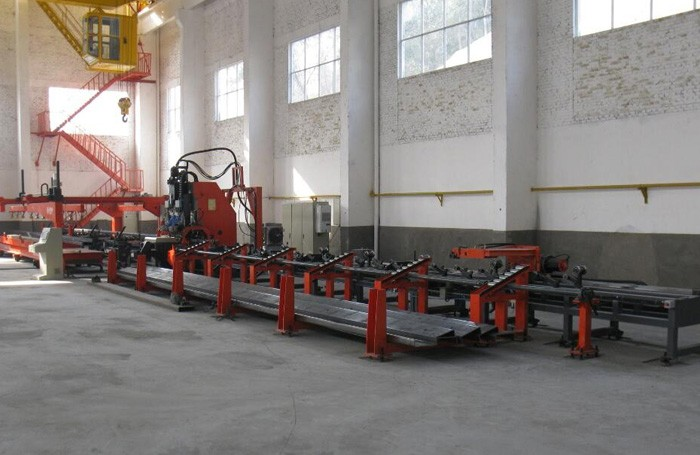 Three-dimensional garage side beam production line, Thick plate CNC punch CNC punching production line, hydraulic punch press for sale