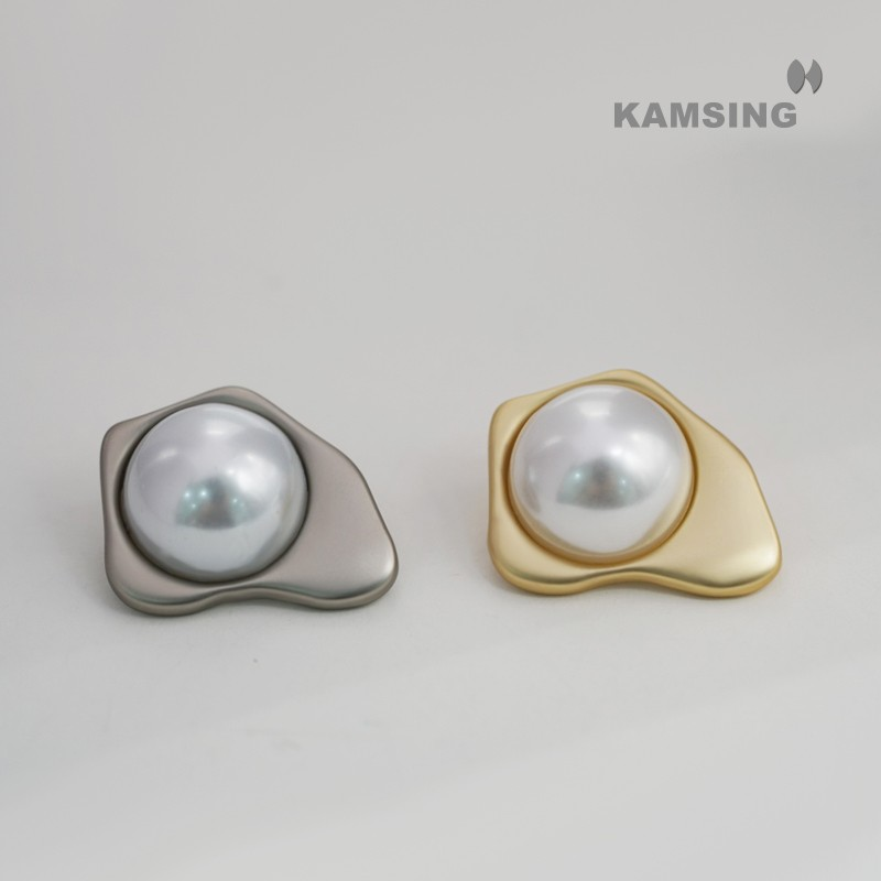 Pearl and Alloy Combined Shank Button