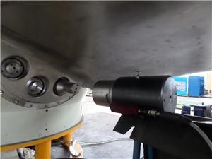 The tension device is applied to the bolt preload of the hydro turbine blade.