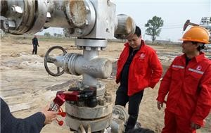 Application of hydraulic torque wrenchoil pipeline