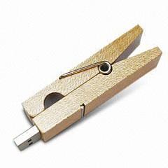 Clé USB en bois pour vêtements