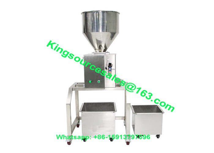 Metal separator for plastic pellets