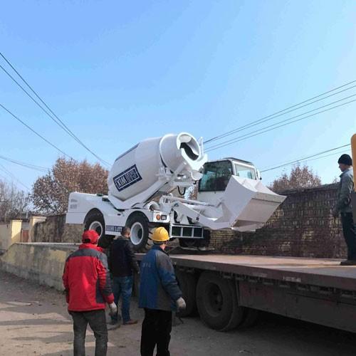 High Efficiency 3.5 Cbm Automatic Self Loading Concrete Mixer Trucks